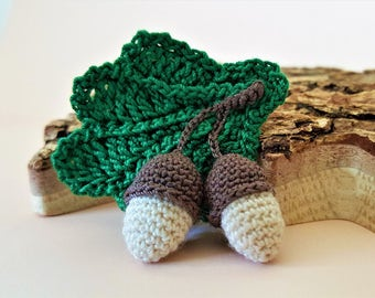 Crochet brooch Autumn brooch Oak and acorn Acorns and leaves Green brown brooch Autumn theme Oak leaves acorns Crocheted brooch Acorn brooch