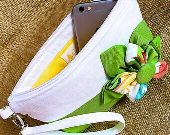 Green Tropical Flower Zipper Wristlet Purse/Flora Verde Wristlet