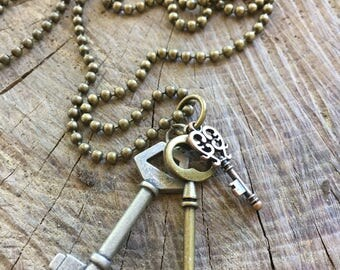 Necklace with Three Keys in various tones