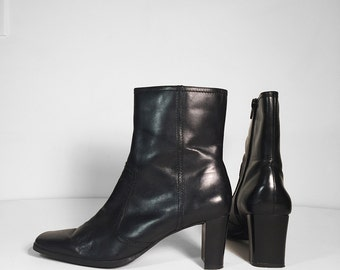 Size 6 90's Black Ankle Boots // Square Toe Square Heel Boots