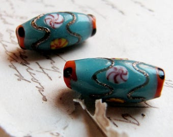 1 pair of vintage glass beads - circa 1950s chinoiserie style lampwork