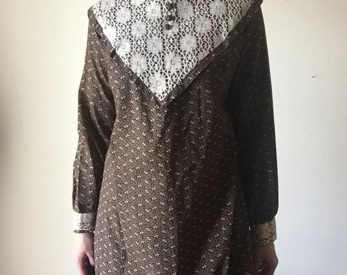Crochet Collar Maxi | 70s vintage brown and cream cotton long sleeve DRESS lace collar detail prairie style folk BOHO womens retro piece