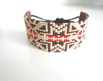 Hand woven Native American Bracelet made of Miyukibeads and leather