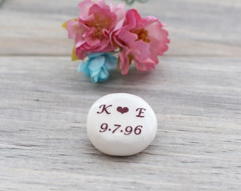 Personalized pebble wedding favors, personalized stones, custom name pebble, name stone, initials name wedding favors, custom text memorial