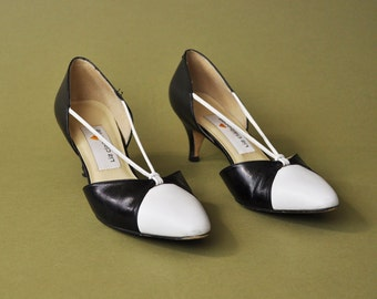 Leather High Heel Shoes, Liz Claiborne Pumps, Two Tone Leather Heels, 90s Heels, Black and White Pumps, 90s Minimalist Shoes, Size 8
