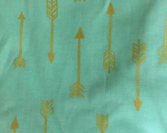 Crib sheet mint with gold arrows