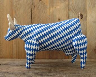 Bavarian cow made of blue white Bavarian pattern Munich Oktoberfest decoration country style Bavarian love animal farm cow collectors item