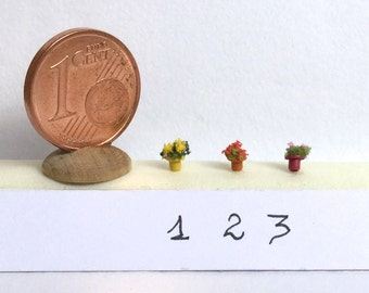 Micro glazed jars with flowers scale 1/144
