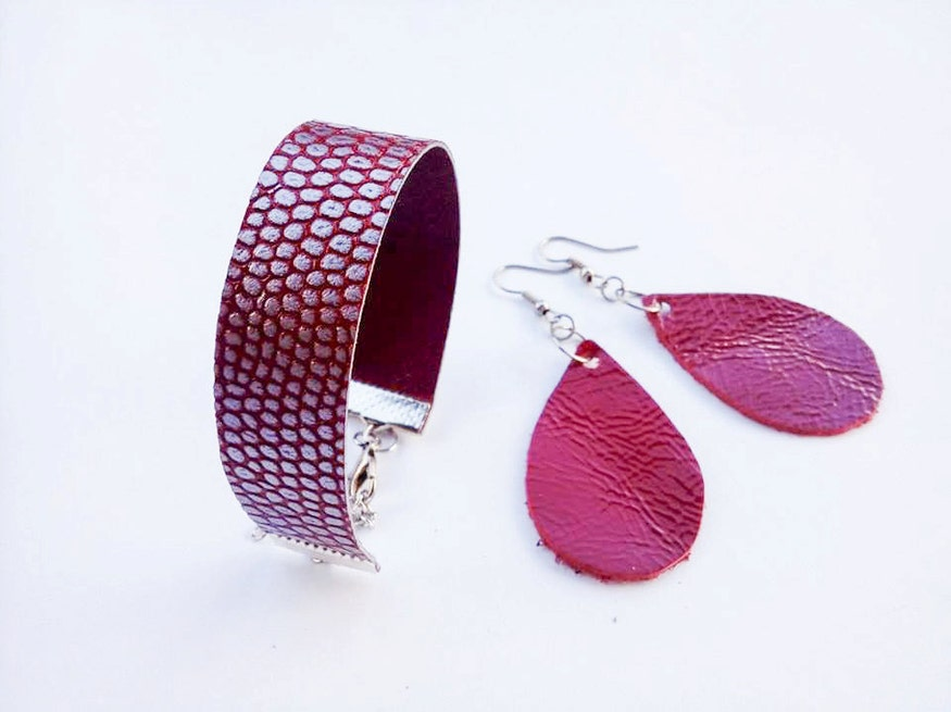 Valentine's day jewelry set / Red leather earrings & bracelet / Textured jewelry / Red