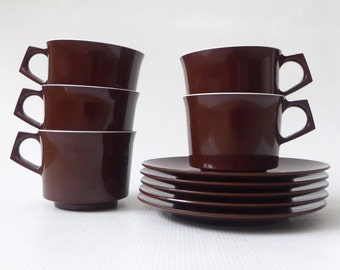 Five brown Melaware melamine cups and saucers. 1970's vintage/retro plastic tableware by Antiference. 5-piece set for picnic/Campervan.