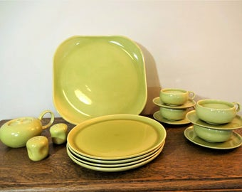 Russel Wright American Modern Dinnerware Set - Chartreuse - 16 Pieces - Mid Century Modern Dinnerware Set