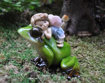 Little Fairy Riding Frog