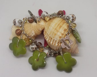 Green flower bracelet with porcelain beads, goldstone colour, mothers day, birthday gift idea