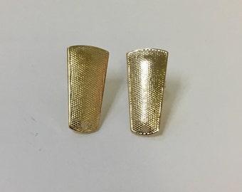 Rectangular earring post. 18/20 Goldfilled earring.