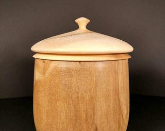 Wooden container with a double bottom