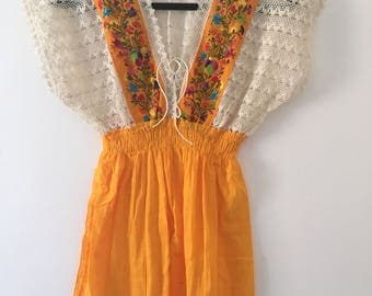 Yellow embroidered Mexican blouse / blusa bordada mexicana