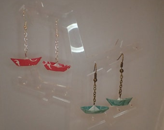 Customize loops boat origami paper with the choice of paper and the primer.