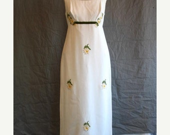 On Sale 1960's Empire Waist Ecru Crepe Sleeveless Formal Bridal Gown with Daisies