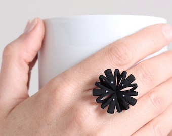 Schwarzer Blumenring, großer Designerring, schwarzer Statementring, Blütenring groß, Blumenring in schwarz