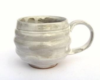 Poterie tasse, à la main en grès céramique poterie tasse glaçure blanche, poterie rustique Mug, Mug moderne, Mug fabriqué à la main, prêt à expédier