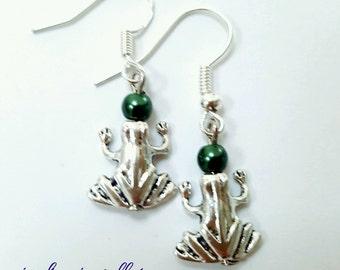 Frog earrings, silver frog earrings, beaded frog earrings, pond life earrings, frog jewelry, green frog earrings, animal earrings
