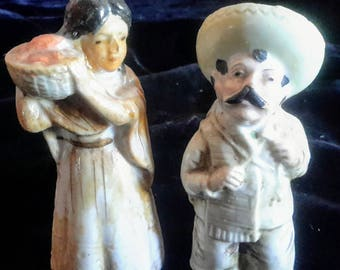 Vintage Mexican salt and pepper shakers in good condition
