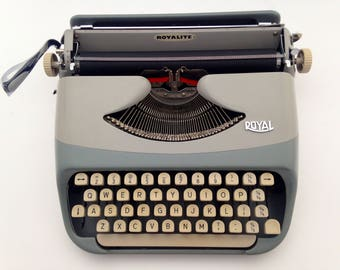 Royal - Vintage - Mint condition - Working Portable Manual typewriter - with new ribbon