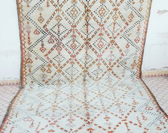 Gorgeous carpet beni'ouiren with lovely pattern faded pinky and orange