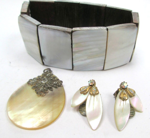Vintage collection of Art Deco mother of pearl pendant, clip on earrings and bracelet