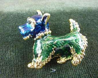 Vintage Enamel Brooch of a scottie dog  very cute