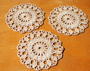 Small crochet doily / round / coasters / beige (color Nr.2) / 4.7 inches (12 cm), D-20