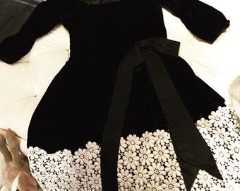 Amazing Lilli Diamond velvet lace dress