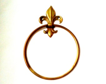 Vintage brass towel ring, from Peerage England.