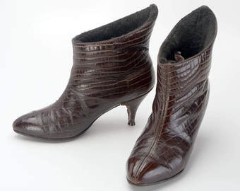 1960s Golo Boots Brown Leather Mock Croc Pull On Ankle Boots