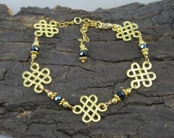 Bracelet Celtic knot gold love knot with black beads