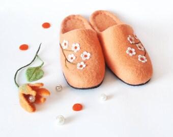 Women house shoes wool slippers - Handmade Felted wool slippers - Warm felt shoes - Home adult womens slippers Orange