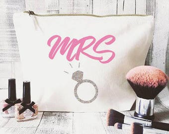 Bridal makeup bag- Cosmetic bag- Unique gift- Toiletry bag- large cosmetic bag- Inspirational quote-Personalised cosmetic bag- mrs-hen party