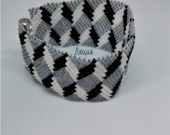 """Bead Bracelet """"Geometry."""" Beaded bracelet women. Monochrome bracelet."""