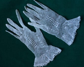 Lacy White Crochet, Fishnet Cotton First Communion/Confirmation/Wedding Gloves 1970s