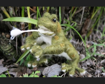 Felted Frog with Fly