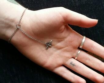 Simple bee bracelet