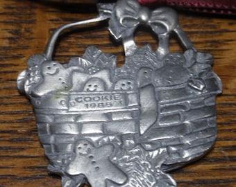Longaberger pewter 1995 Christmas ornament