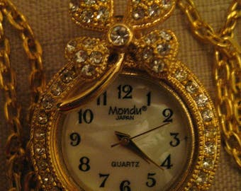 Un Worn  Mondu Rhinestone Clover Pendant Watch Japan Movement Gold Tone Metal Mother Of Pearl Face Rhinestone Watchcase Watch Chain Necklace