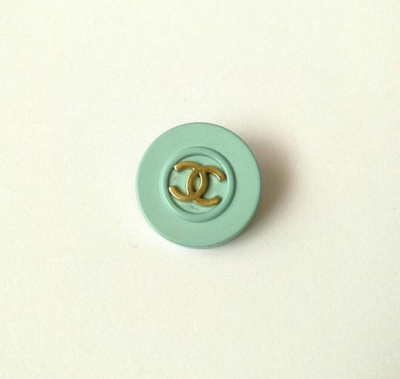1x D22mm Authentic Chanel vintage CC logo button