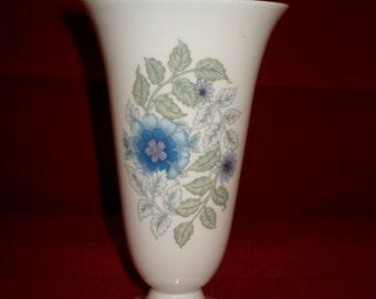 Wedgwood vase clementine
