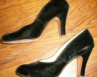 1940's Black Suede Shoes Size 9