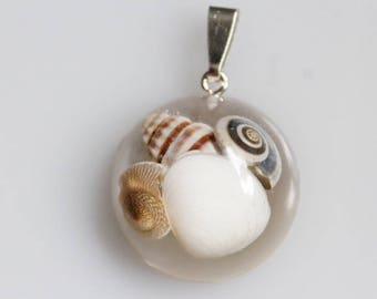 Pendant, shells, resin