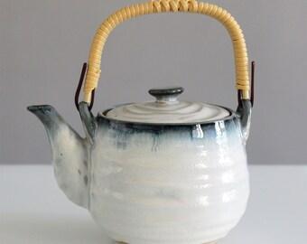 Beautiful teapot Japanese style, very nice gift