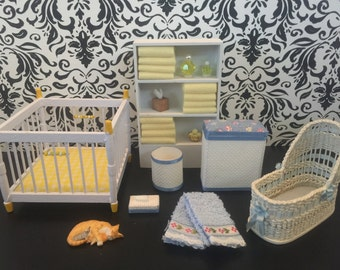 Mixed Lot of Vintage Nursery & Bathroom Miniature Dollhouse Furniture Accessories   EUC Baby Crib Playpin Bassinet Towels   1:12 Scale