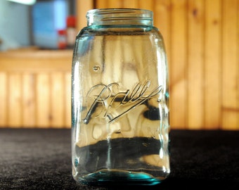 Odd Vintage Quart Ball Mason Jar, Excellent Condition- (Contact to request actual ship cost for multi items)